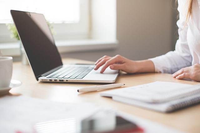 Ile zarabia administrator baz danych?